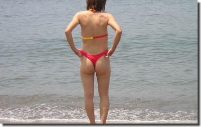 マイクロビキニがほぼ裸!露出癖向け極小水着のエロ画像 ④