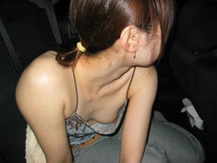 ドライブデート おっぱい 車内 胸チラ エロ画像【23】
