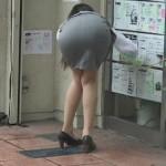 リアルOLがお尻突き出し!前屈みで働く女性のエロ画像