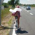 自転車でパンチラしたりお尻を出してる外国人のエロ画像
