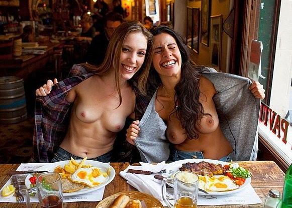 外国人 食事中 おっぱい 飲食店 店内露出 エロ画像