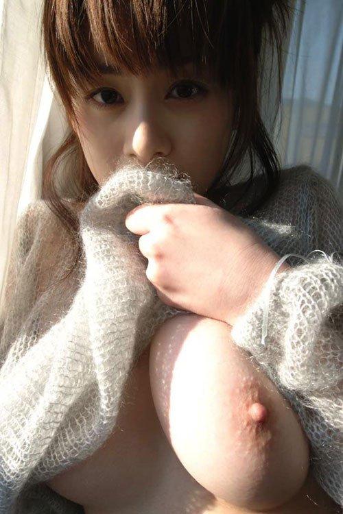 おっぱい ポロリ 片乳 美人 エロ画像【10】
