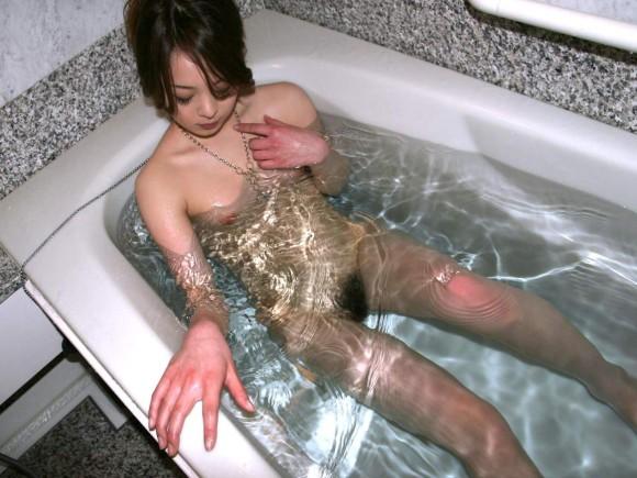 風呂 バスタブ マン毛 浴槽 陰毛 エロ画像【22】