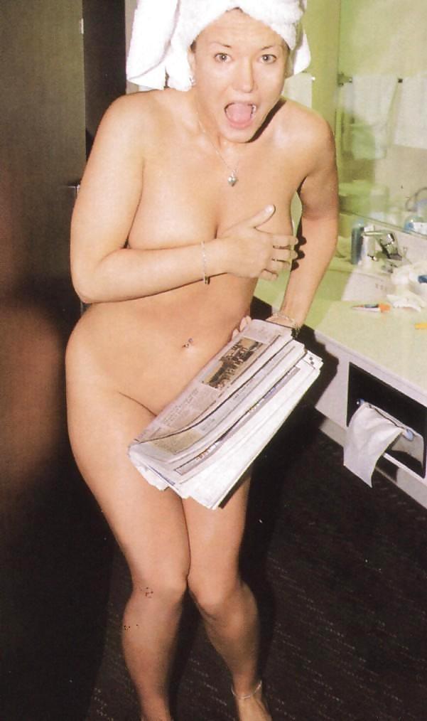 恥ずかしい マンコ おっぱい 隠す 外国人 エロ画像【13】