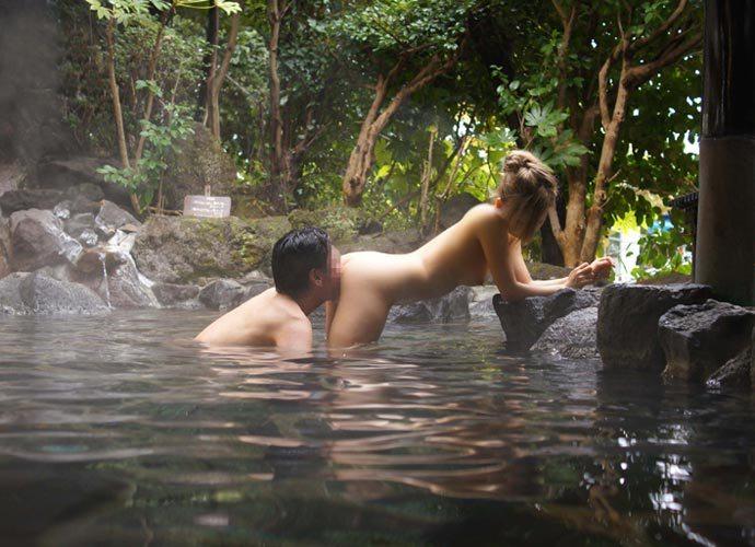 クンニ マンコ 洗う 風呂 露天風呂 エロ画像