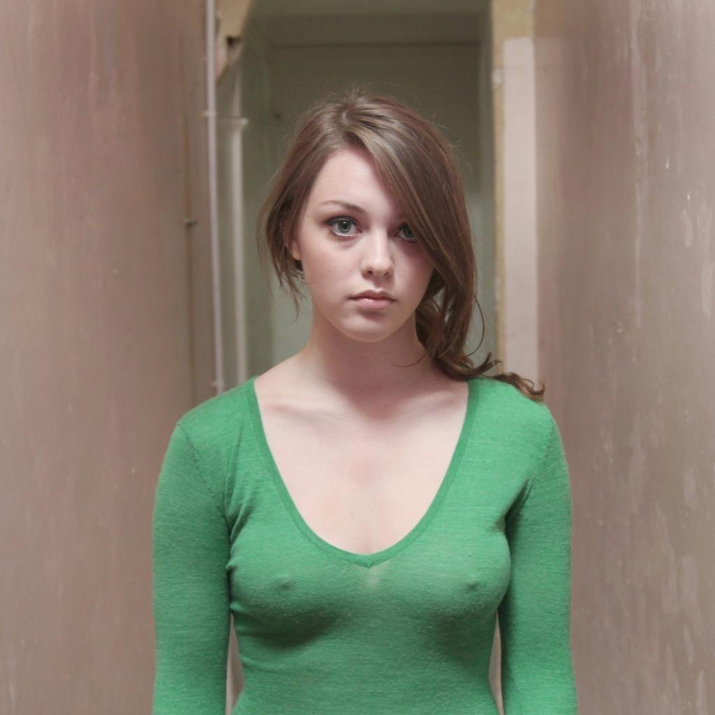 ノーブラ 胸 透ける 乳首ポチ 外国人 エロ画像【1】