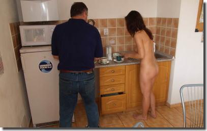 裸族なの?家の中でも外でも全裸な外国人女性のエロ画像 ①