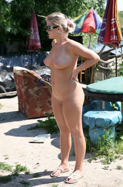 裸族 家の中 外 全裸 外国人 エロ画像【9】