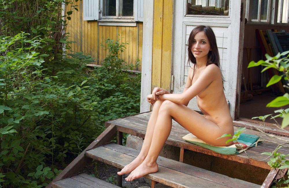 裸族 家の中 外 全裸 外国人 エロ画像【22】
