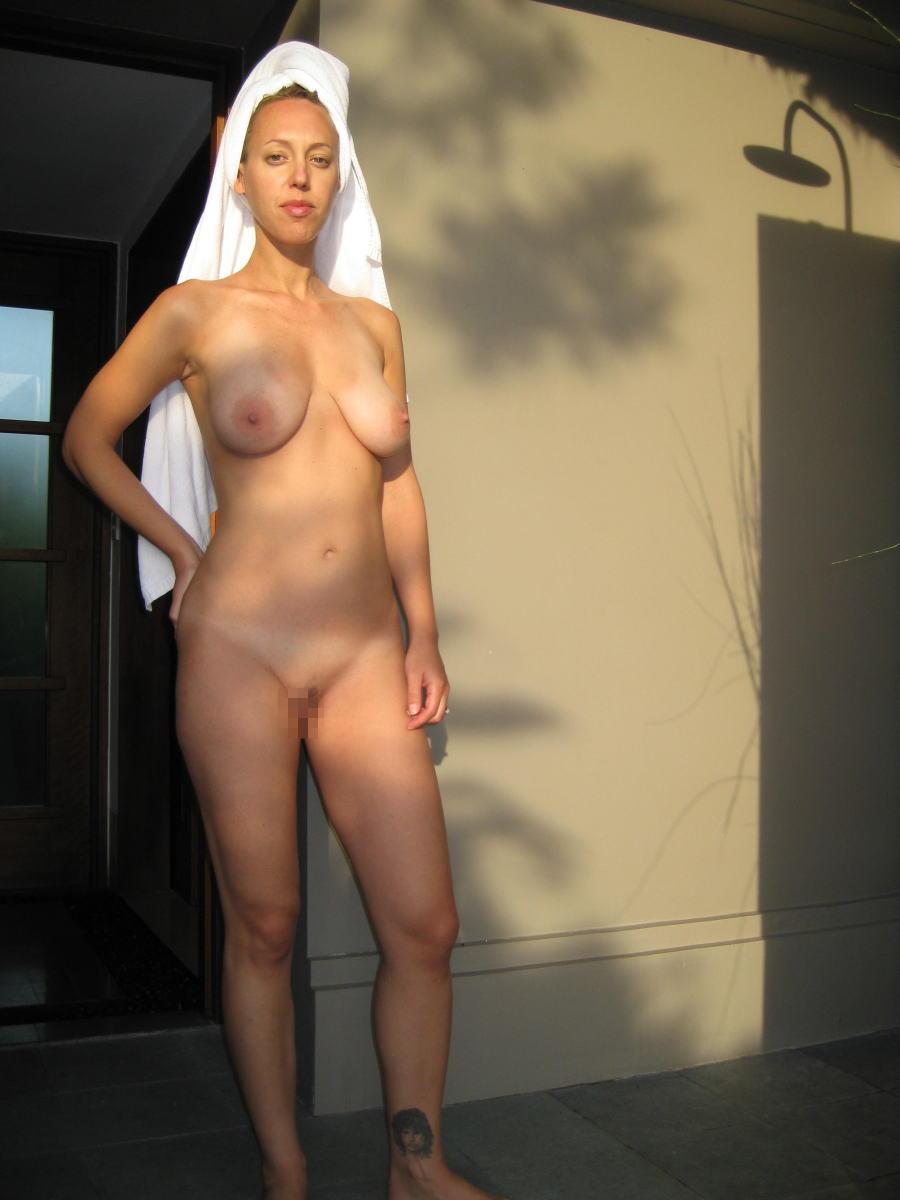 裸族 家の中 外 全裸 外国人 エロ画像【23】
