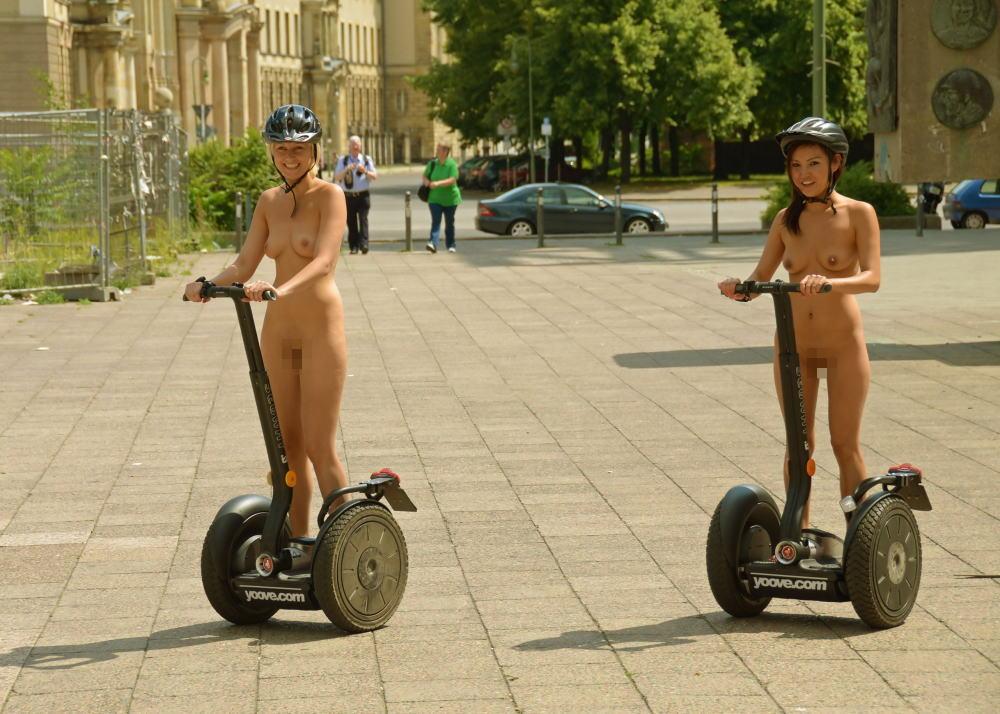 裸族 家の中 外 全裸 外国人 エロ画像【29】