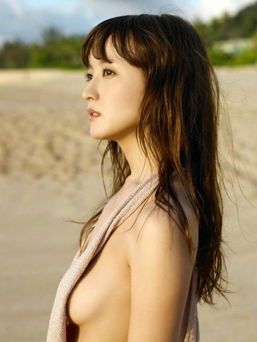 美女 横乳 おっぱい ノーブラ 乳房 ポロリ エロ画像【10】