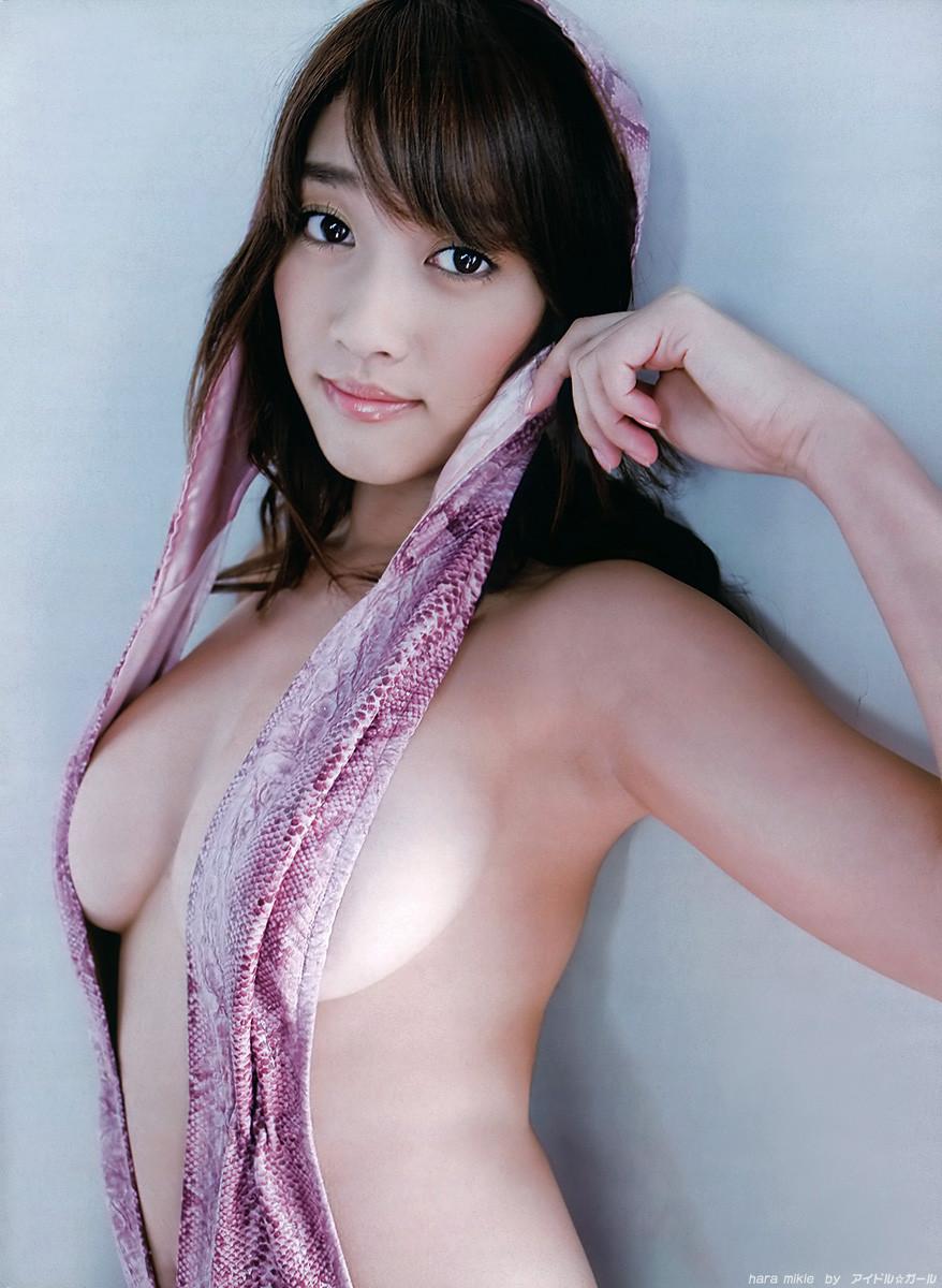 美女 横乳 おっぱい ノーブラ 乳房 ポロリ エロ画像【15】