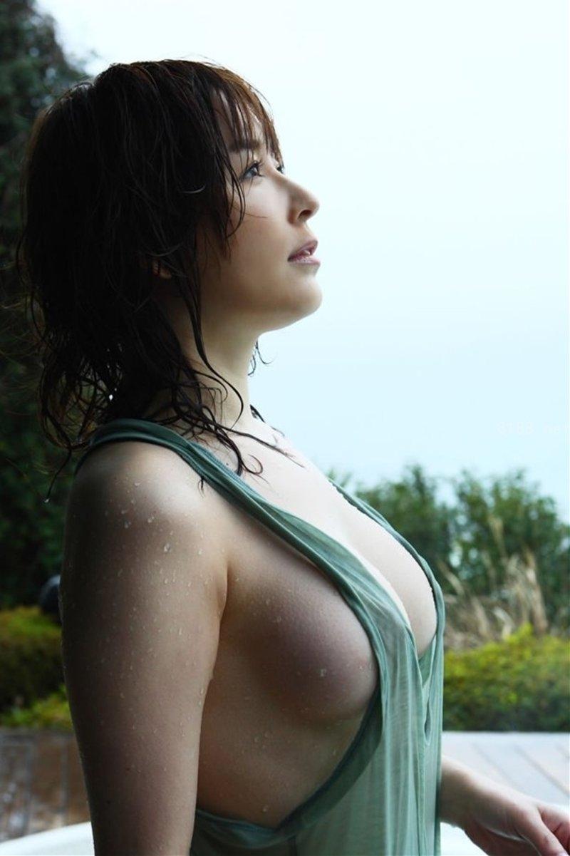 美女 横乳 おっぱい ノーブラ 乳房 ポロリ エロ画像【26】