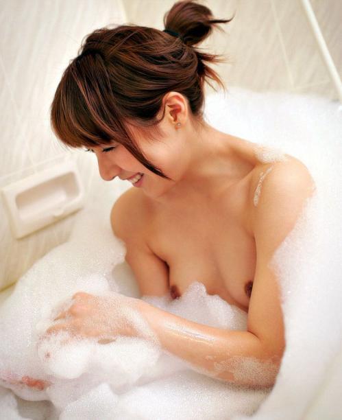 すっぽんぽん 美女 泡風呂 エロ画像【2】