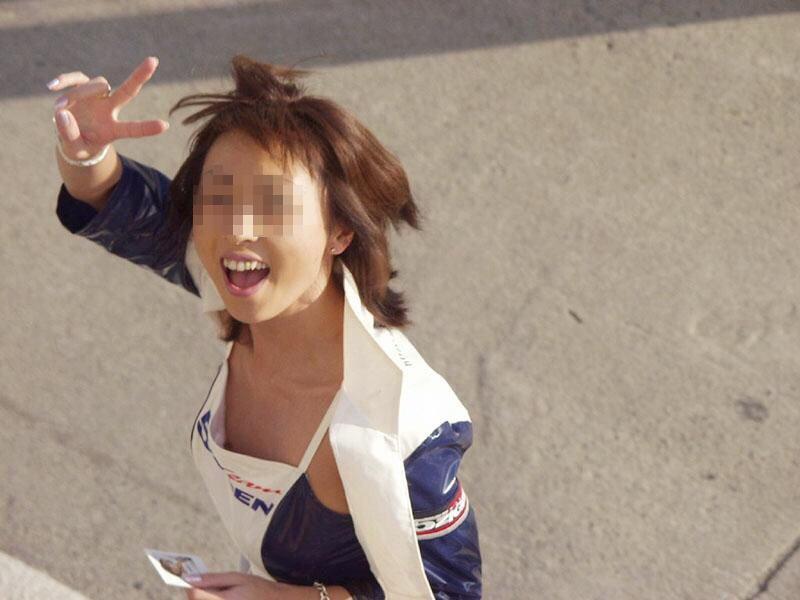 キャンギャル レースクイーン 乳首 ポロリ おっぱい ハプニング エロ画像【2】