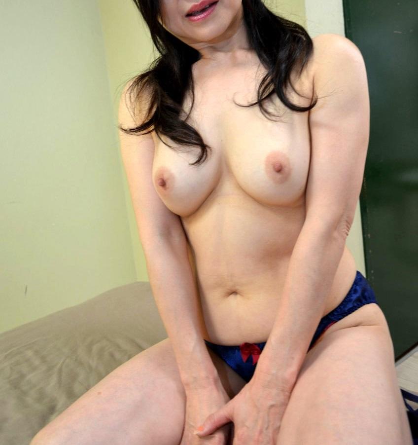 ババア 美乳 熟女 おっぱい 綺麗 エロ画像【33】