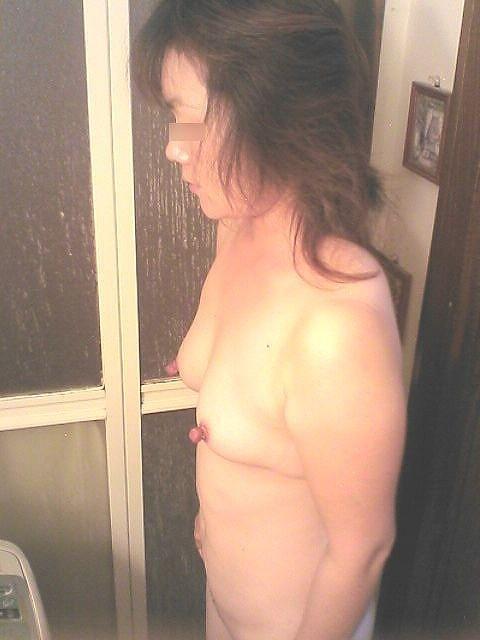 熟女 勃起乳首 乳頭 敏感 ビンビン おばさん エロ画像【4】