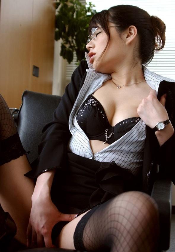 性欲 職場 OL 仕事中 オナニー エロ画像【9】