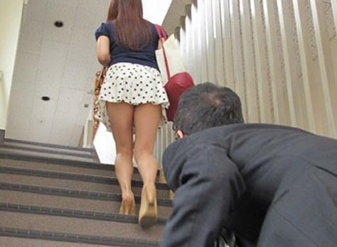 パンツ 階段 パンチラ エロ画像