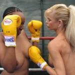 外国人が全裸で運動してるヌーディストスポーツのエロ画像