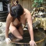 人妻熟女と温泉・露天風呂へ日帰り不倫旅行したいエロ画像
