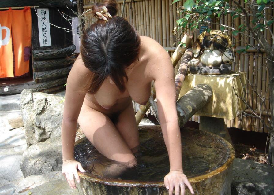 人妻 熟女 温泉 露天風呂 エロ画像