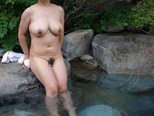 人妻 熟女 温泉 露天風呂 エロ画像【30】