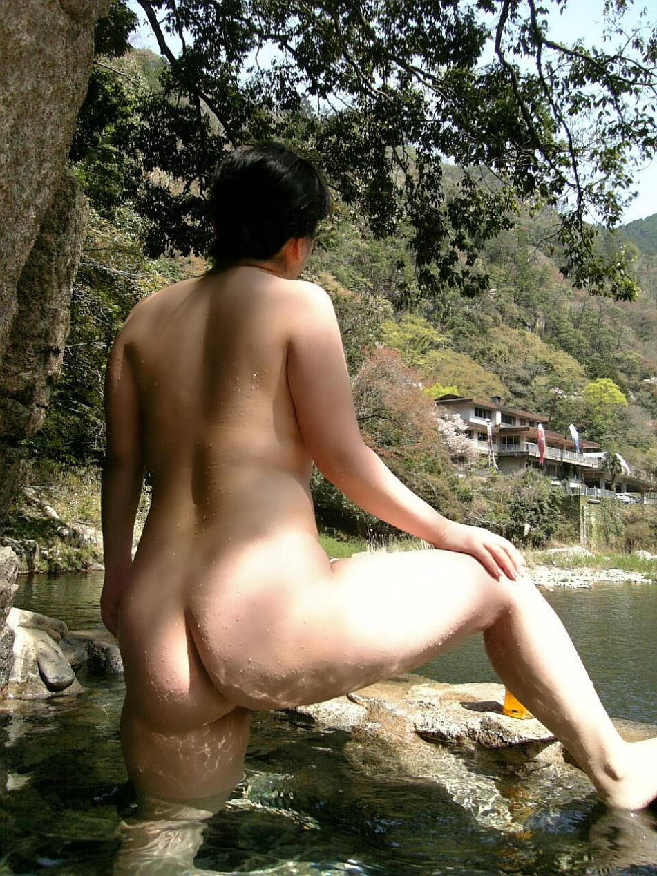 人妻 熟女 温泉 露天風呂 エロ画像【33】