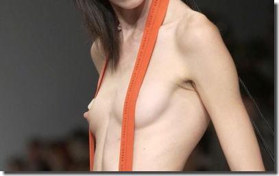 ファッションショーでモデルの乳首が勃起しているエロ画像 ④