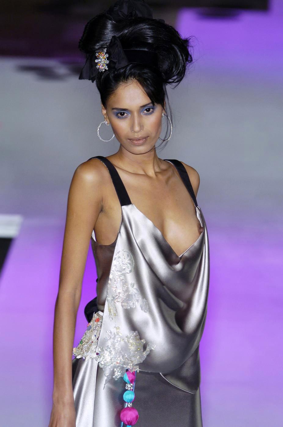 ファッションショー モデル 乳首 勃起 エロ画像【2】