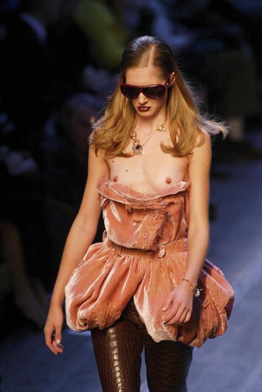 ファッションショー モデル 乳首 勃起 エロ画像【4】