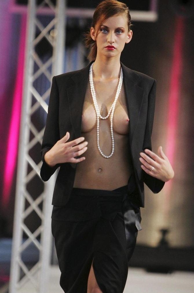 ファッションショー モデル 乳首 勃起 エロ画像【8】