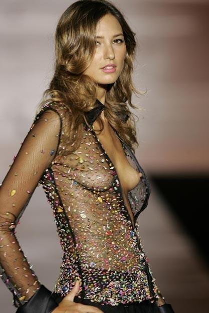 ファッションショー モデル 乳首 勃起 エロ画像【11】