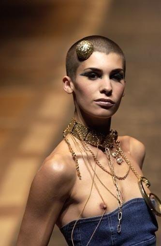 ファッションショー モデル 乳首 勃起 エロ画像【14】