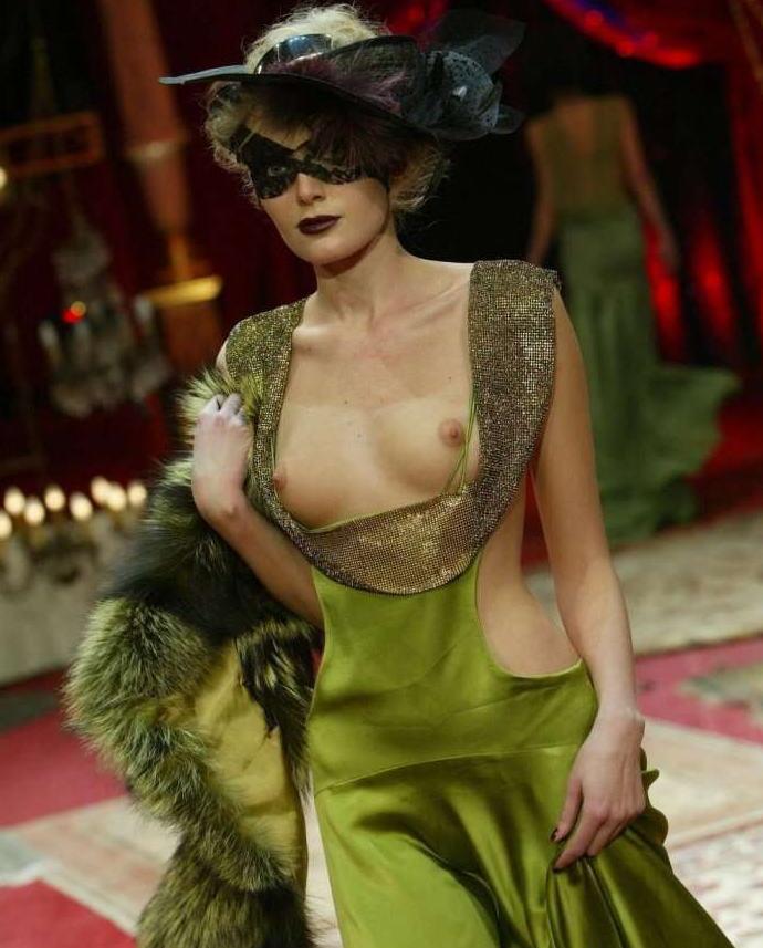 ファッションショー モデル 乳首 勃起 エロ画像【17】