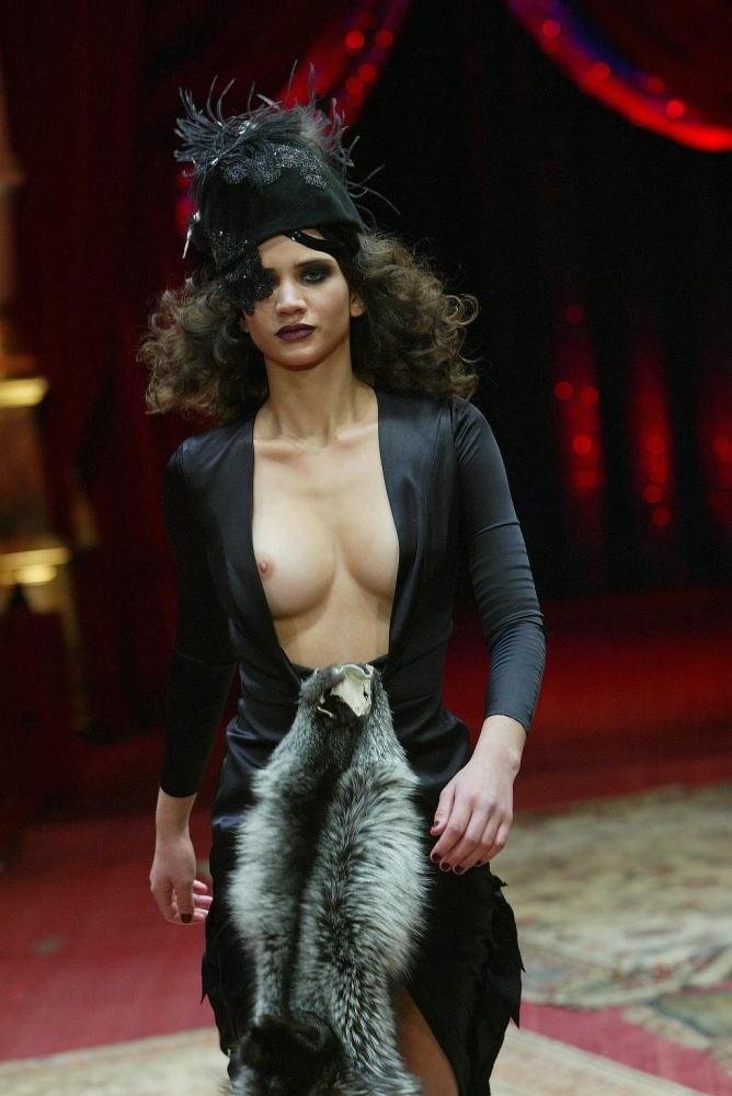 ファッションショー モデル 乳首 勃起 エロ画像【20】