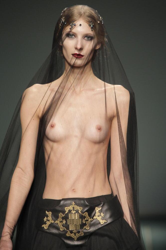 ファッションショー モデル 乳首 勃起 エロ画像【23】