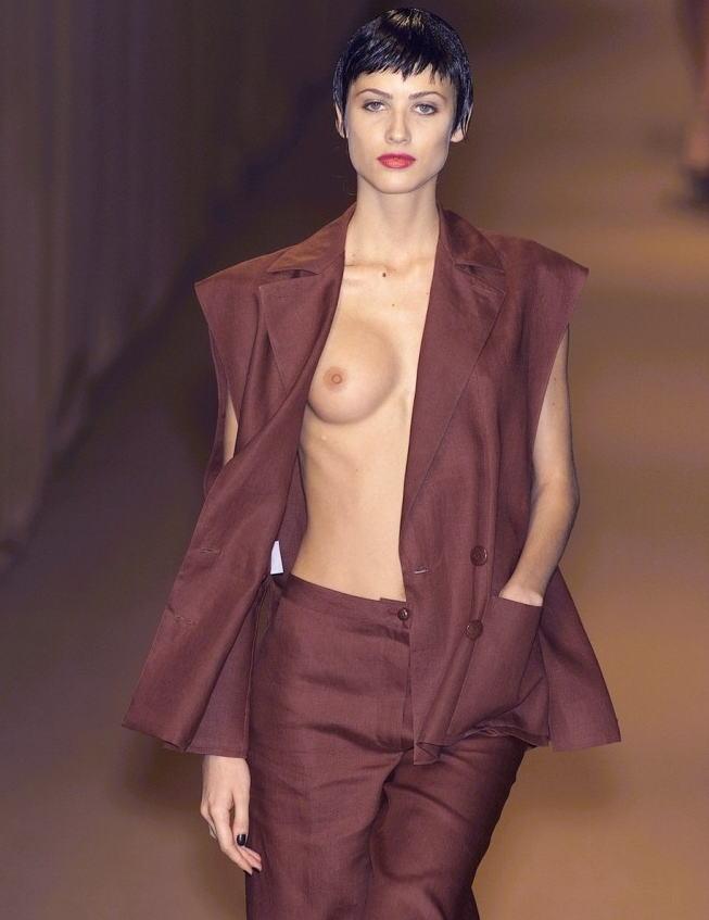 ファッションショー モデル 乳首 勃起 エロ画像【25】