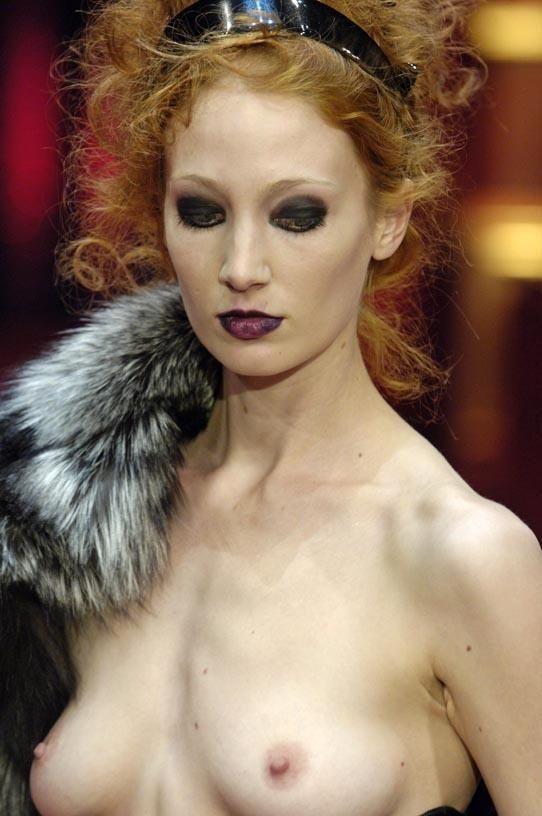 ファッションショー モデル 乳首 勃起 エロ画像【29】