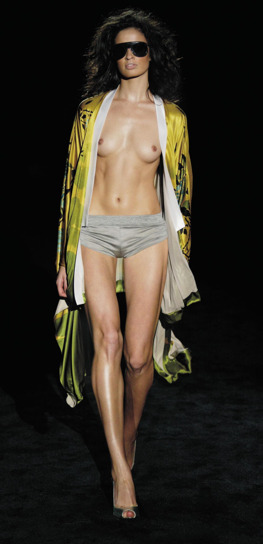 ファッションショー モデル 乳首 勃起 エロ画像【31】