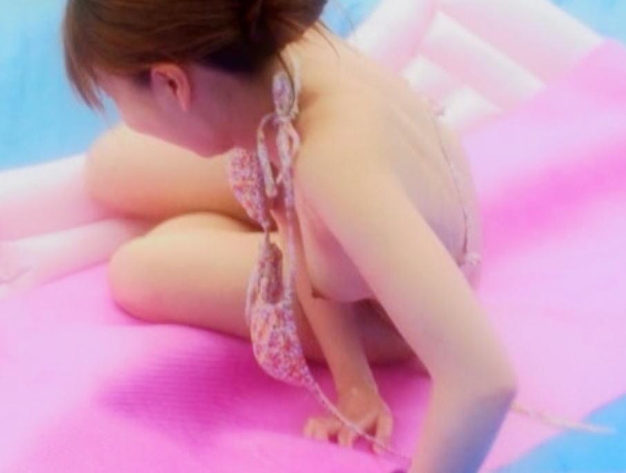 乳首 ポロリ ハミ毛 ビキニ 水着 お宝 ハプニング エロ画像【5】