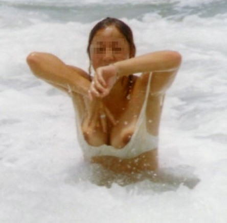 乳首 ポロリ ハミ毛 ビキニ 水着 お宝 ハプニング エロ画像【16】