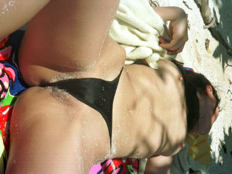 乳首 ポロリ ハミ毛 ビキニ 水着 お宝 ハプニング エロ画像【33】