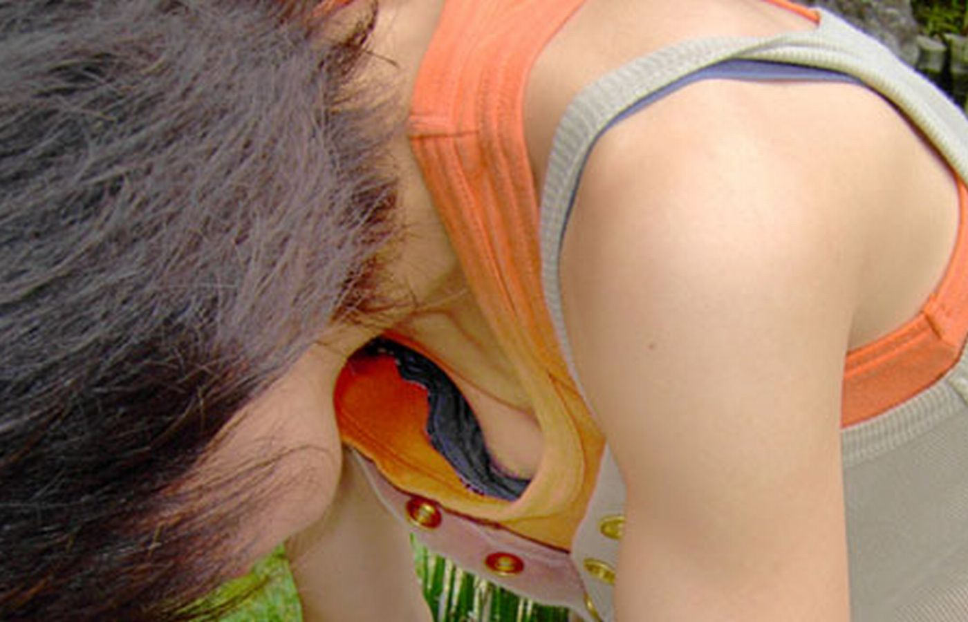 ノーブラ 浮きブラ 乳首チラ ポロリ 胸チラ エロ画像【31】