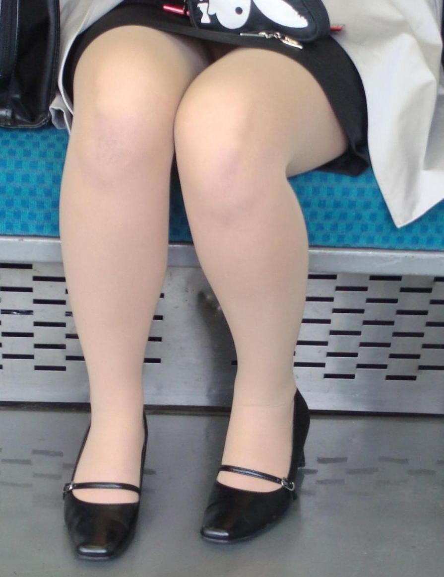 電車 通勤 パンスト パンチラ OL エロ画像【17】