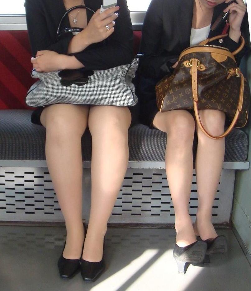 電車 通勤 パンスト パンチラ OL エロ画像【23】