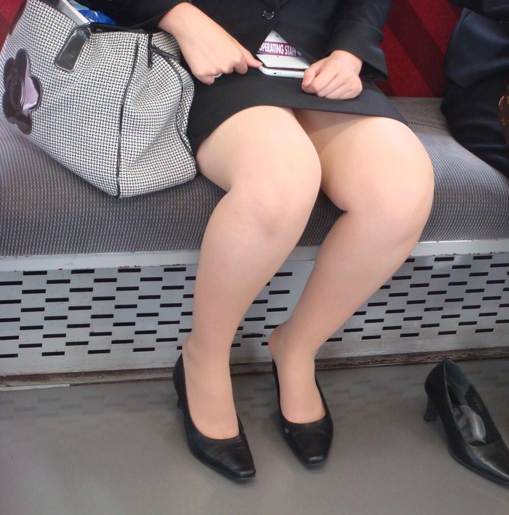 電車 通勤 パンスト パンチラ OL エロ画像【29】