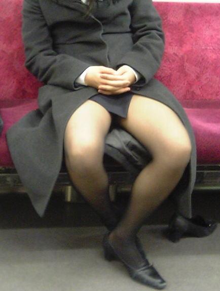 電車 通勤 パンスト パンチラ OL エロ画像【34】