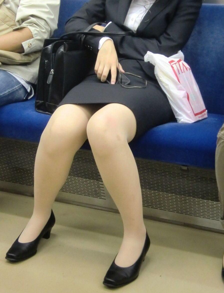 電車 通勤 パンスト パンチラ OL エロ画像【36】